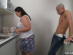 Mẹ sex vung trom video với cô gái trẻ